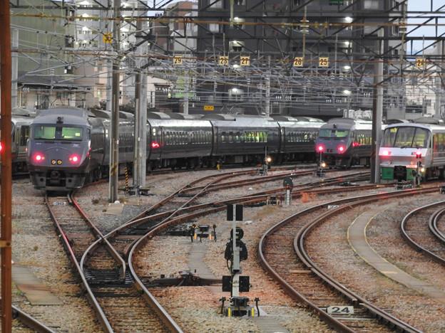 南福岡車両区に並ぶ787系と783系