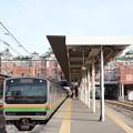 E231系高崎行きレンガ駅舎の深谷2番停車