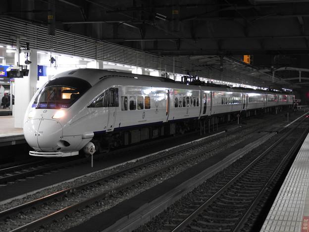 Photos: 夜の博多駅 白いかもめ