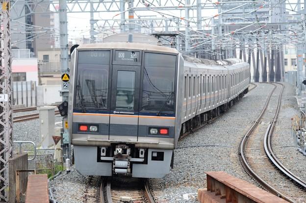 おおさか東線207系送り込み回送通過