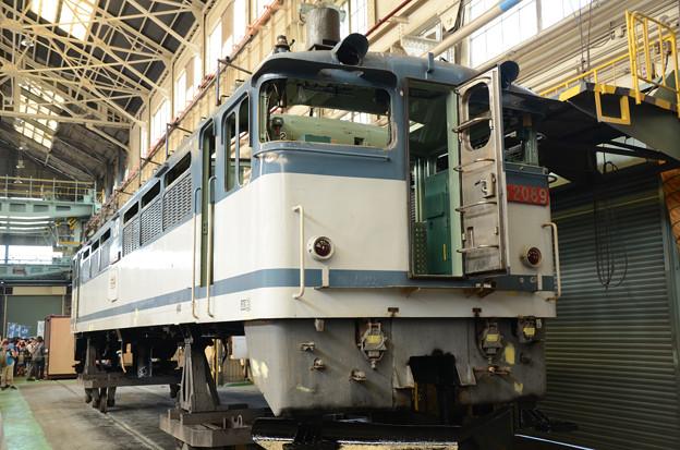 全検塗装を待つEF65 2089車体 貨物更新色も見納め?
