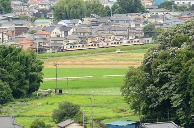 鹿沼富士山公園から望む東武日光線6050系