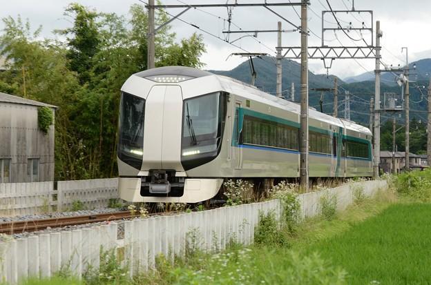 東武鬼怒川線を行くリバティ会津132号