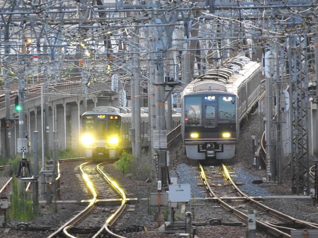 JR神戸線・宝塚線尼崎同時入線