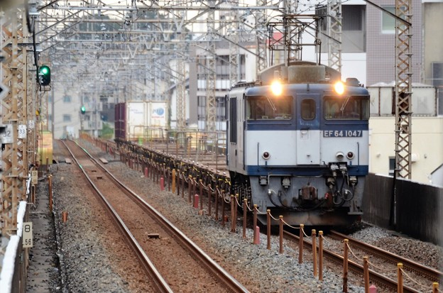 武蔵野線を行くEF64 1047牽引1094レ