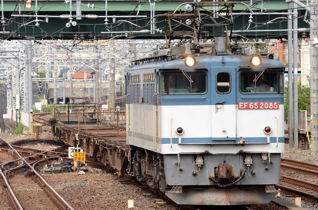 EF65 2085号機牽引配8592レ大宮5番入線