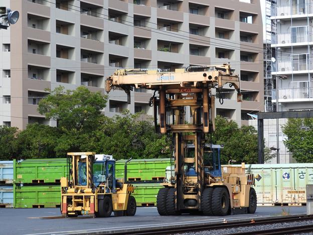 隅田川貨物駅の働く車