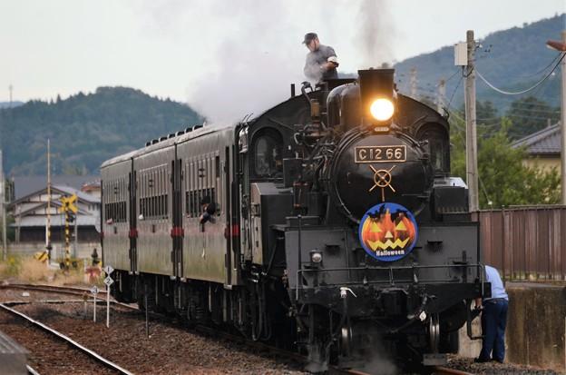 停車中に機関車整備