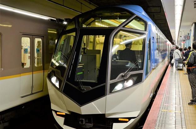 近鉄50000系観光特急しまかぜ大阪難波入線