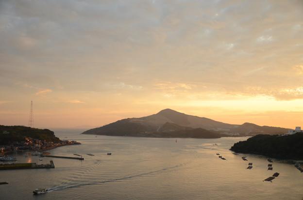 早朝の鳥羽湾