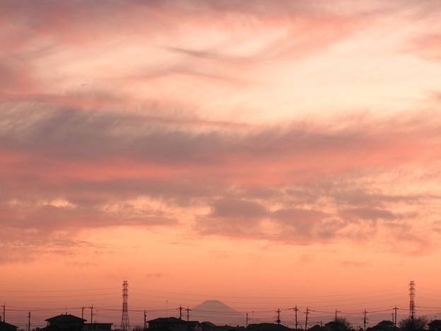 夕暮れ遠く富士山シルエット
