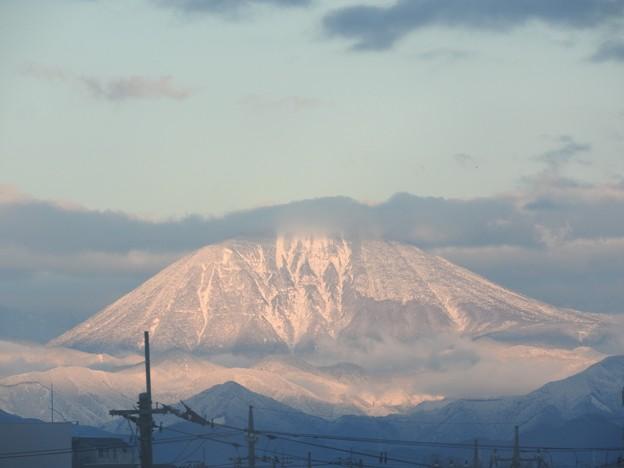 朝陽に染まる男体山