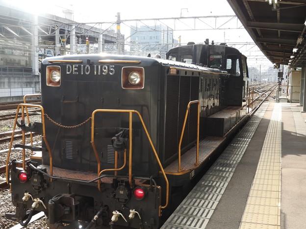 ななつ星回送牽引DE10 1195号機博多4番発車