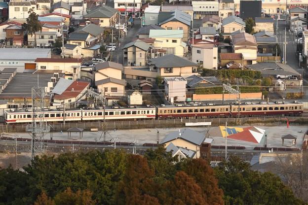 鹿沼富士山公園から望む東武6050系