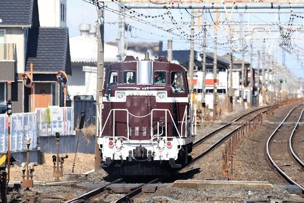 Photos: 架線下を行くDE10 1705単機