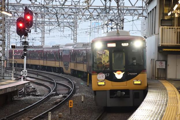 京阪8000系快速特急洛楽淀屋橋行き