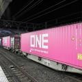 Photos: ピンクのONEコンテナ積載コキ4両