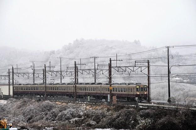 Photos: なごり雪模様の東武6050系リバイバル色