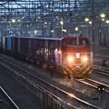 夕闇迫る貨物駅
