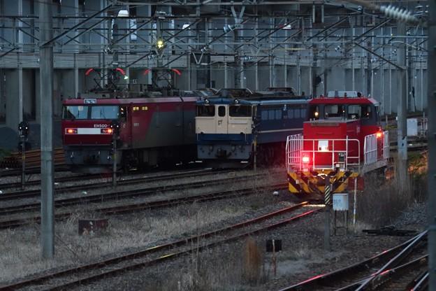 Photos: 夕暮れ貨物駅の機関車並び