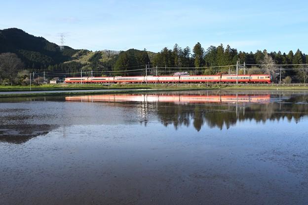 Photos: 赤い特急日光8号水鏡