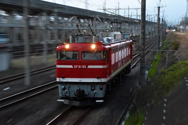 EF81 95単機宇都宮貨物(タ)通過!