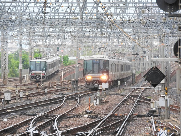 尼崎駅から神戸・宝塚方面を望む