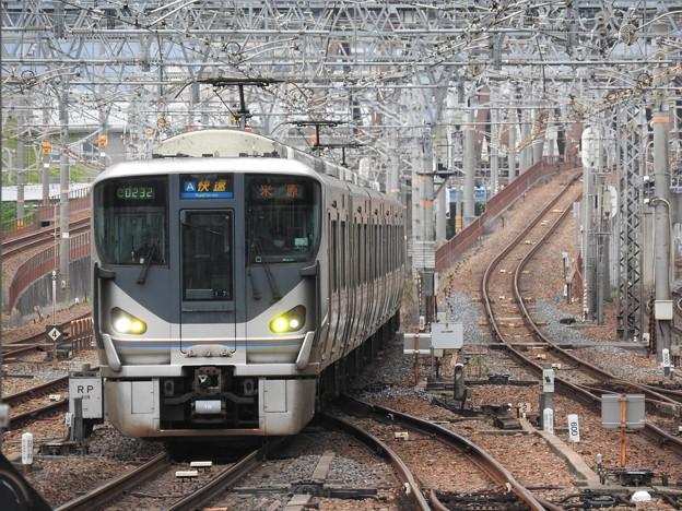 225系快速米原行き尼崎入線