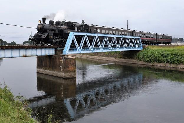 五行川を渡るSLもおか号
