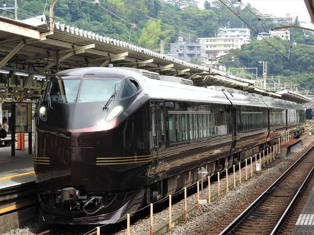 E655系「和(なごみ)」団臨熱海2番発車