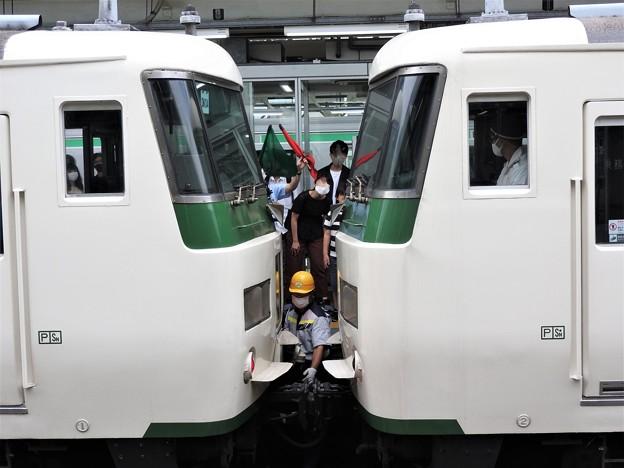 踊り子号熱海駅での分割作業