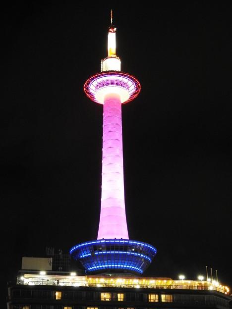 京都タワー「ピンク」ライトアップ