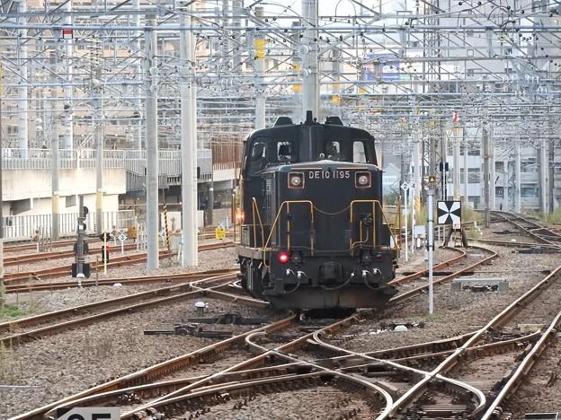 DE10 1195号機博多駅構内引き上げ