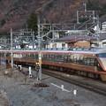 Photos: 金色スペーシア特急きぬ142号鬼怒川温泉発車