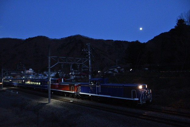 DE10重連の夜汽車