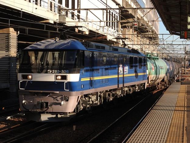 ピカピカのEF210 326号機牽引5582レ小山11番入線