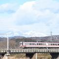 冬の思川橋梁を行く東武6050型