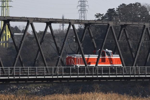 両毛線思川橋梁を行くDE11 1041単機