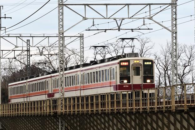 思川橋梁を渡る前パン東武6050型