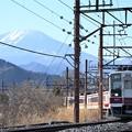 男体山を背に東武日光駅を発車する6050型下今市行き