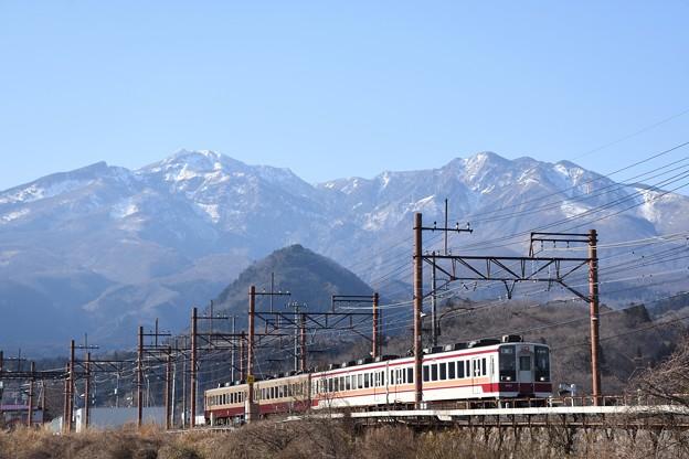 女峰山と東武6050型下今市行き