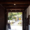 2018.10.8(兵庫/朝来市/竹田/たけだ城下町交流館内から見た踏切)