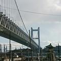 写真: 瀬戸大橋と下津井港