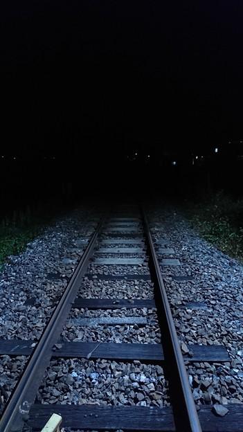 闇夜の線路