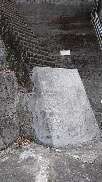最初の一段目が大変な階段