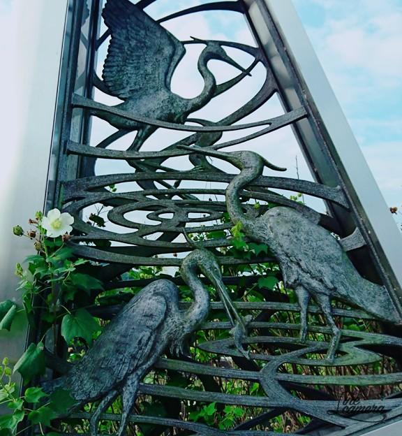 鷺と花一輪
