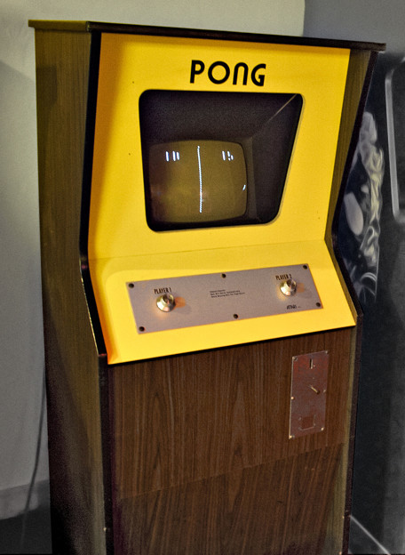 Photos: Atari_Pong_arcade_game_cabinet
