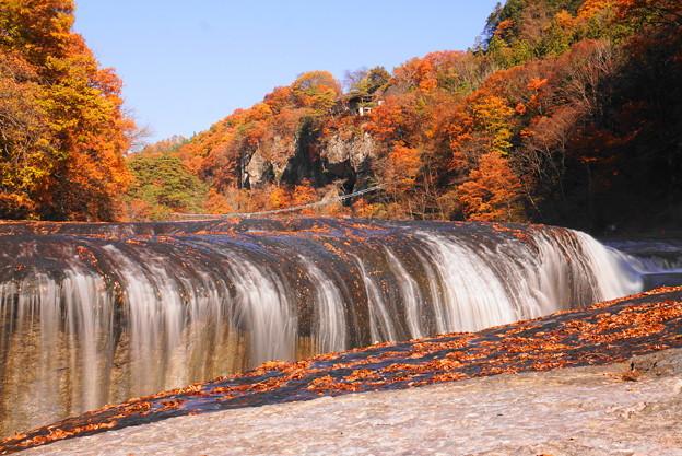 181111_F09_メインの滝をスローで・S18200・α60(吹き割の滝) (7)