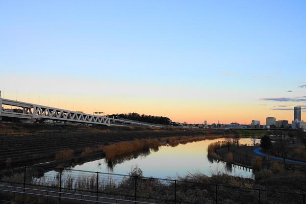 200201_55Y_夕景のトラスト橋・RX10M3(新横浜) (3)