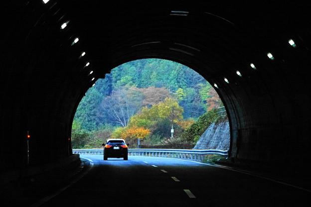 201114_16T_トンネル風景・RX10M3(車中) (4)